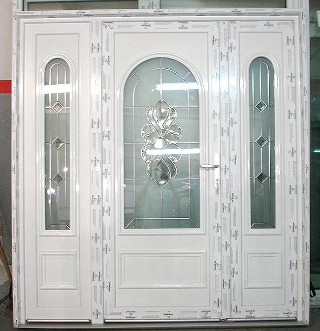 Eingangstür aus Kunststoff nach außen öffnend